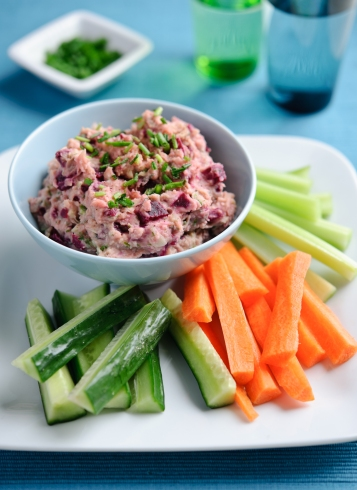 Beetroot and butterbean hummus