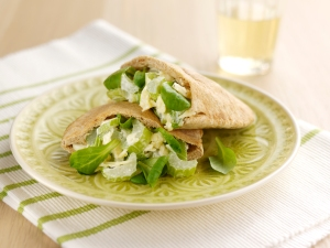 Celery and cheddar pitta pockets with spring onion & lemon mayonnaise